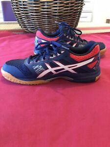 chaussure-sport-Oasics-Volley-Basket-Sport-en-gymnase-39-5-quasi-neuf