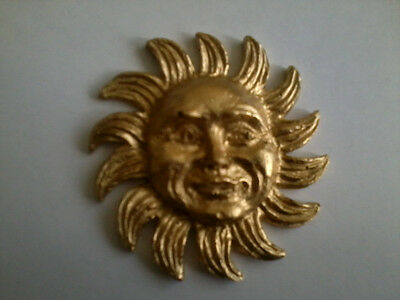 Decorative Resin Moulding - Traditional Classic Sun in Gold Painted Finish