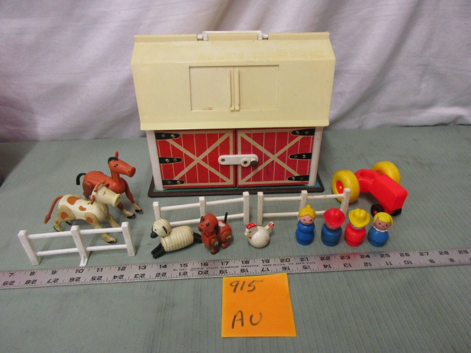 Fisher Price Price Price Little People Play Family Farm Barn 915 Au Tractor Cow Horse pig 5ff942