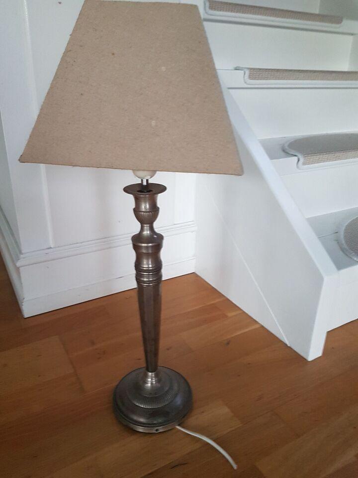 Lampe, købt i møbelbutik
