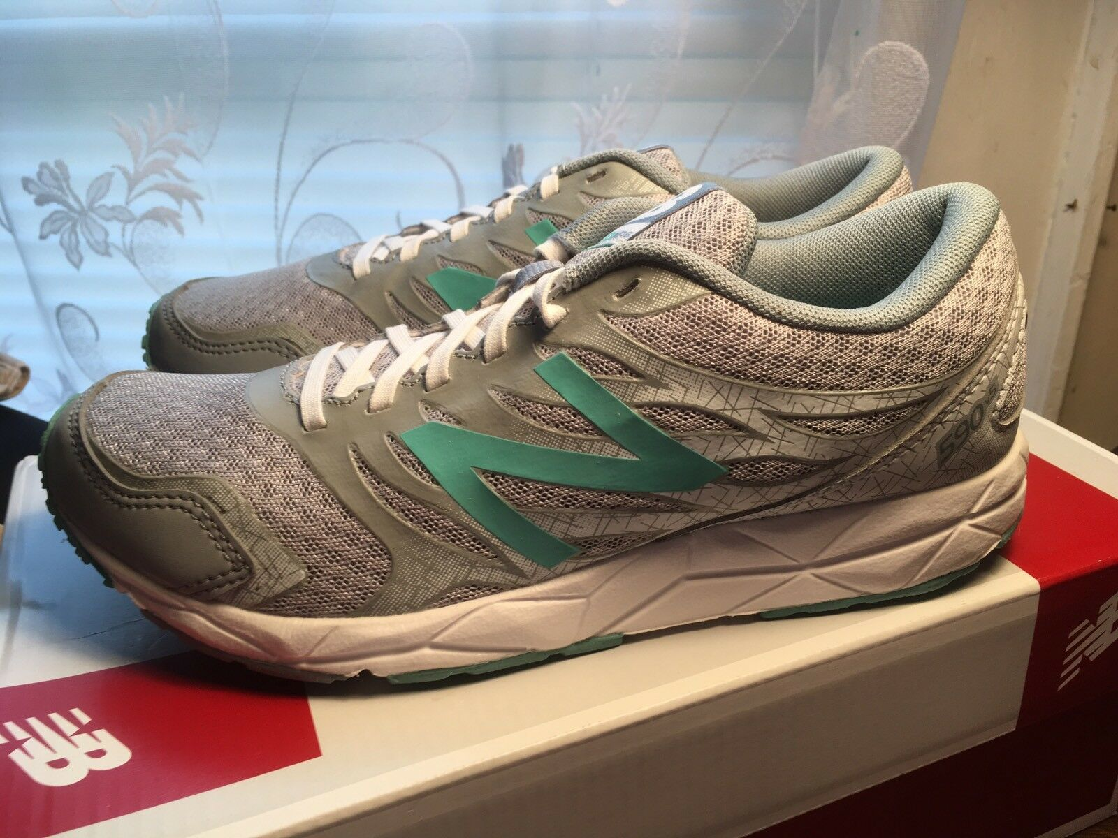 Womens New Balance 590 v5 Running Shoes Sneakers Sz 6 NWT
