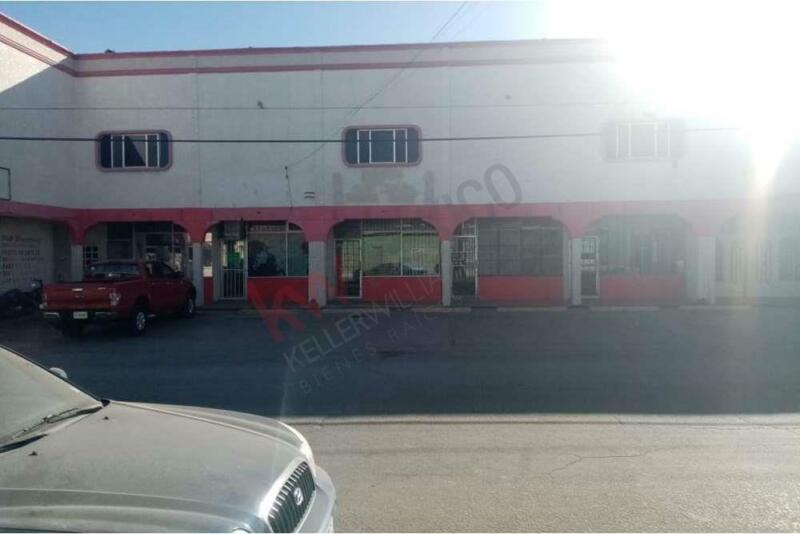 CENTRO COMERCIAL MUY AMPLIO A LA VENTA ZONA EJE VIAL JUAN GABRIEL Y CENTRO