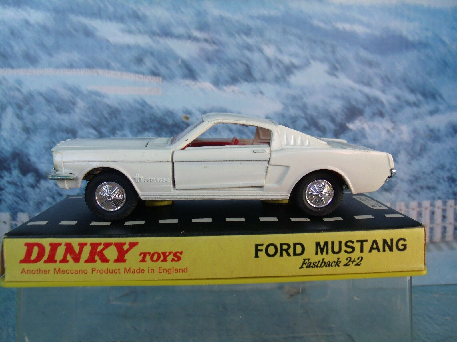 1 43  Dinky Ford Mustang