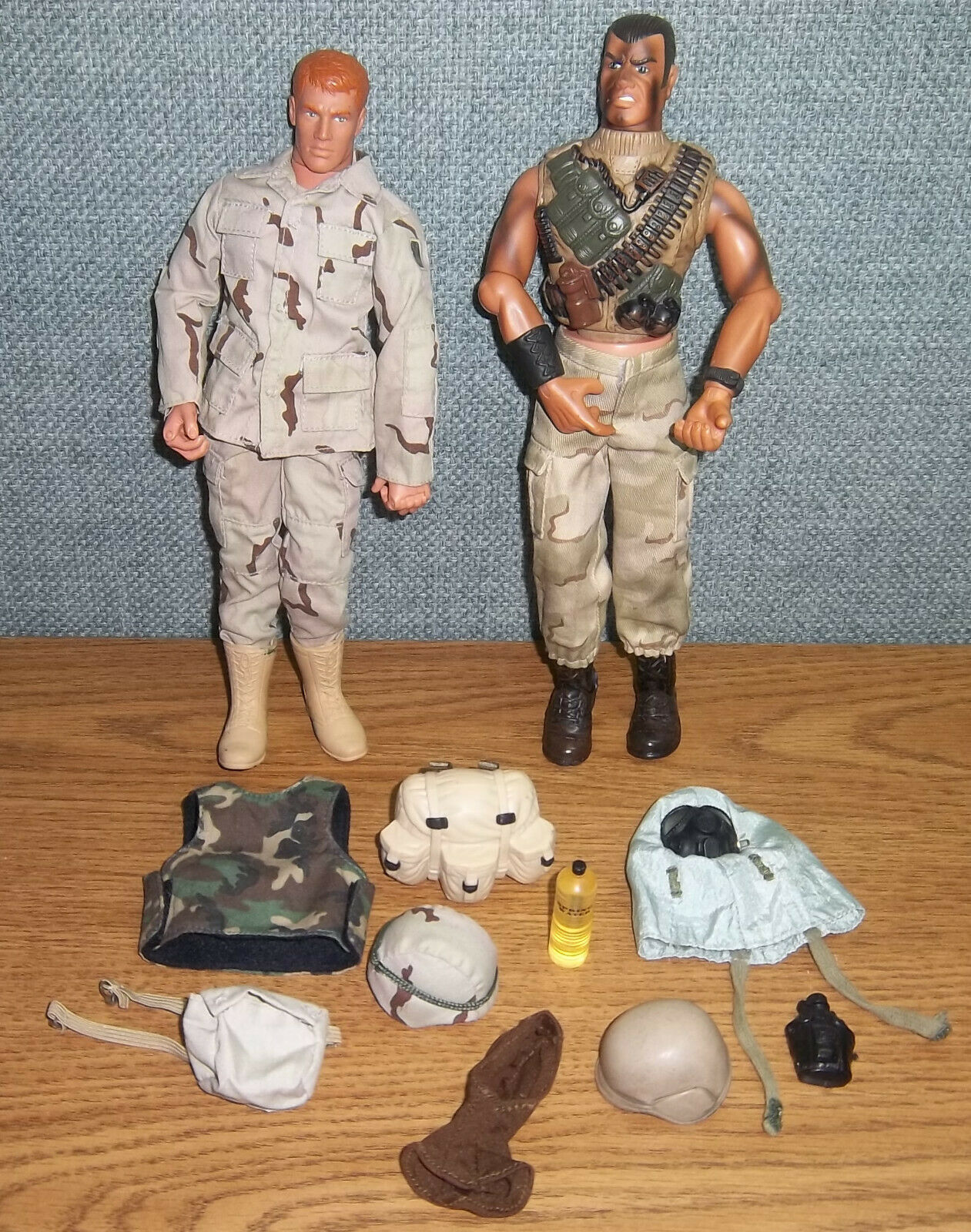 LOT Army Army Army Action Figures GI Joe Accessories Desert Vest Helmets GasMask Balaclava 6d73bb