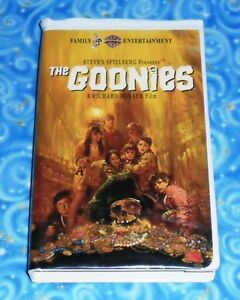 The Goonies Feature Film Vhs Video Tape With Clamshell Case Excellent Tested Usa 85391327530 Ebay