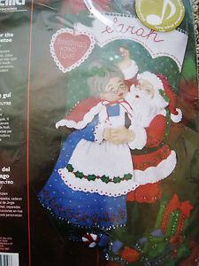 Bucilla Christmas STOCKING FELT Applique Holiday Kit,UNDER THE MISTLETOE,85324