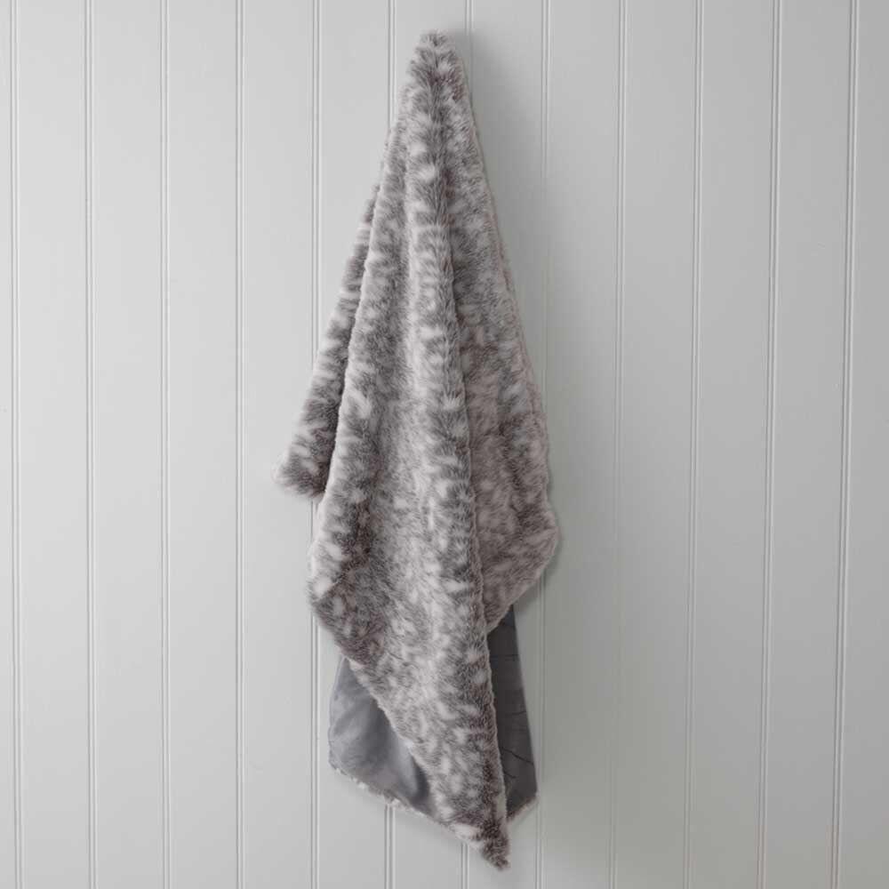 Weiß Denver Faux Fur Throw Rug  130 x 170cm   159.95