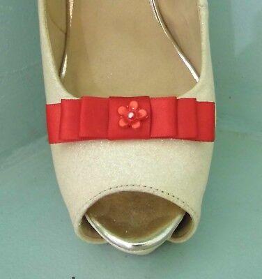 2 Piccole Clip Fiocco Rosso Per Scarpe Con Fiorellino Centro-mostra Il Titolo Originale