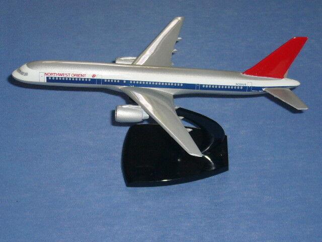 1 200 - seltene NORTHWEST ORIENT Boeing B757 von AIR JET ADVANCE MODELS
