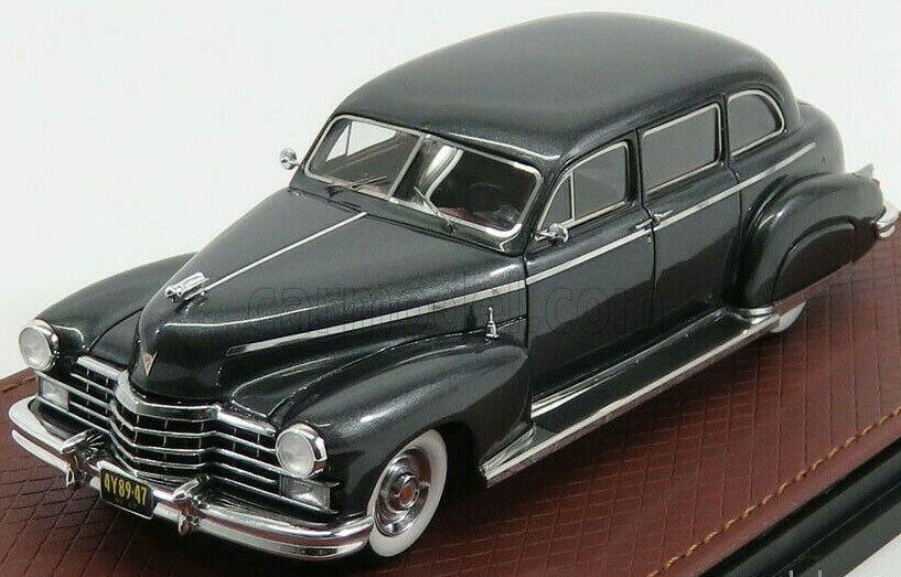 Maravilloso GLM-MODELCoche serie 75 Cadillac Fleetwood 1947-grismetallic - 1 43
