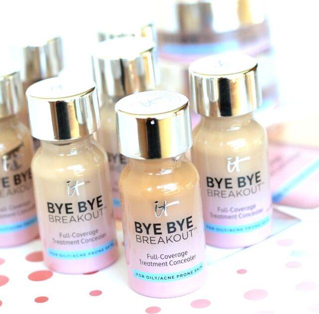 IT Cosmetics BYE BYE BREAKOUT Full-Coverage Treatment Concealer - MEDIUM