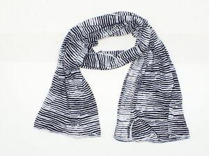 New-Jersey-Knit-Striped-Scarf-White-Black-06586