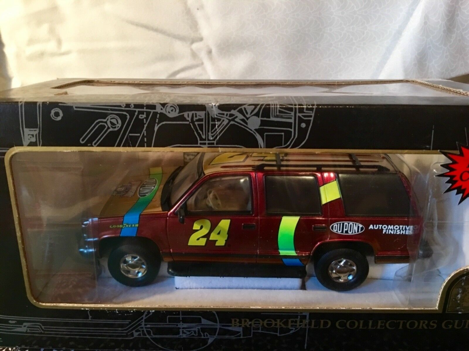 NASCAR DIECAST 1998 JEFF GORDON DUPONT CHROMALUSION 1 25 CHEVROLET TAHOE