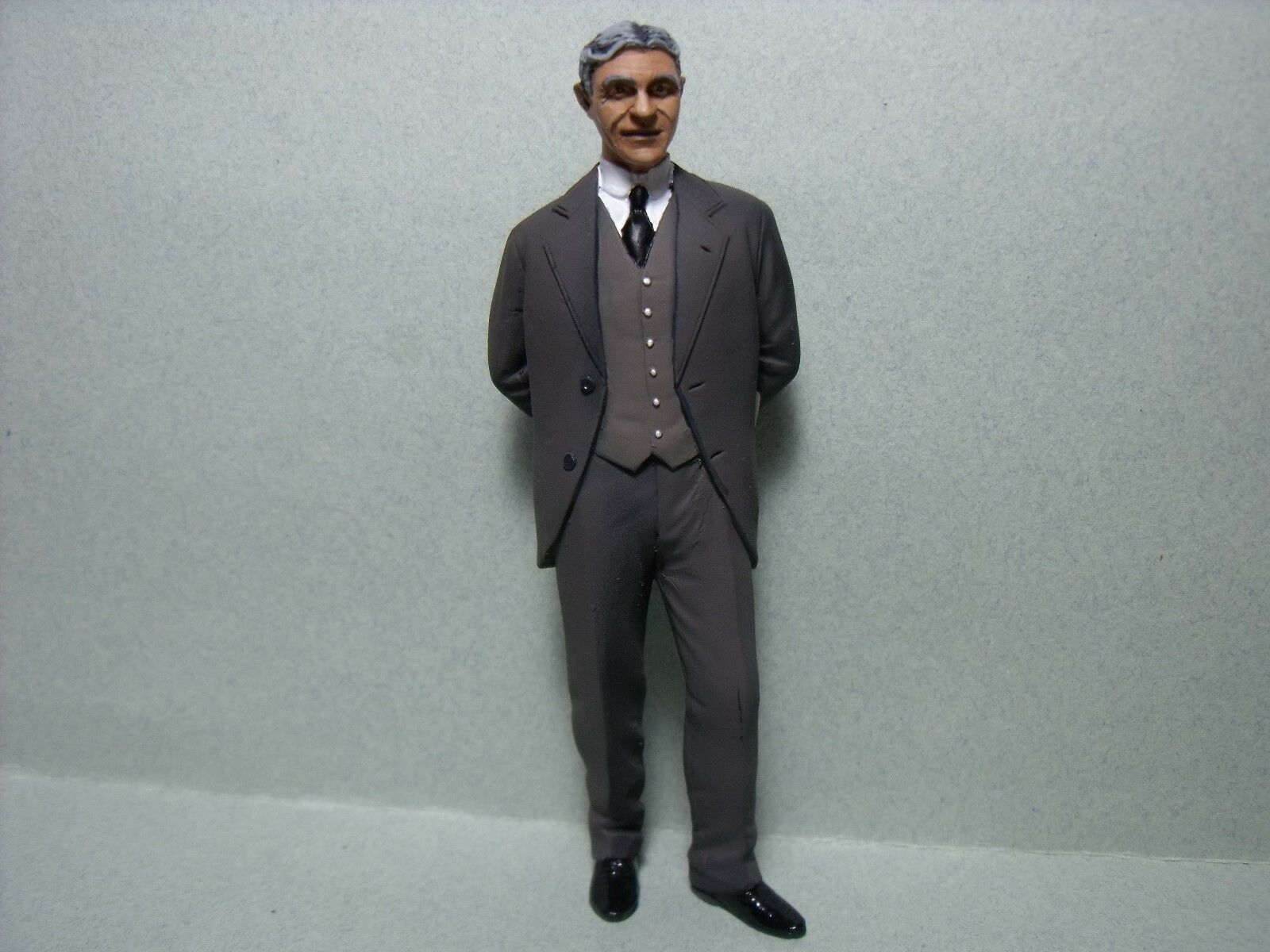 1 18  FIGURE  HENRY  FORD   PAINTED  BY  VROOM  FOR  CMC  MINICHAMPS  1 18