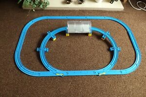 TRACKMASTER-TOMY-THOMAS-THE-TANK-ENGINE-TRACK-SET-WITH-INNER-RAISED-PART-TUNNEL