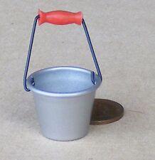 1:12 scala medio metallo SECCHIO PAIL DOLLS HOUSE miniatura Accessorio Giardino rwh