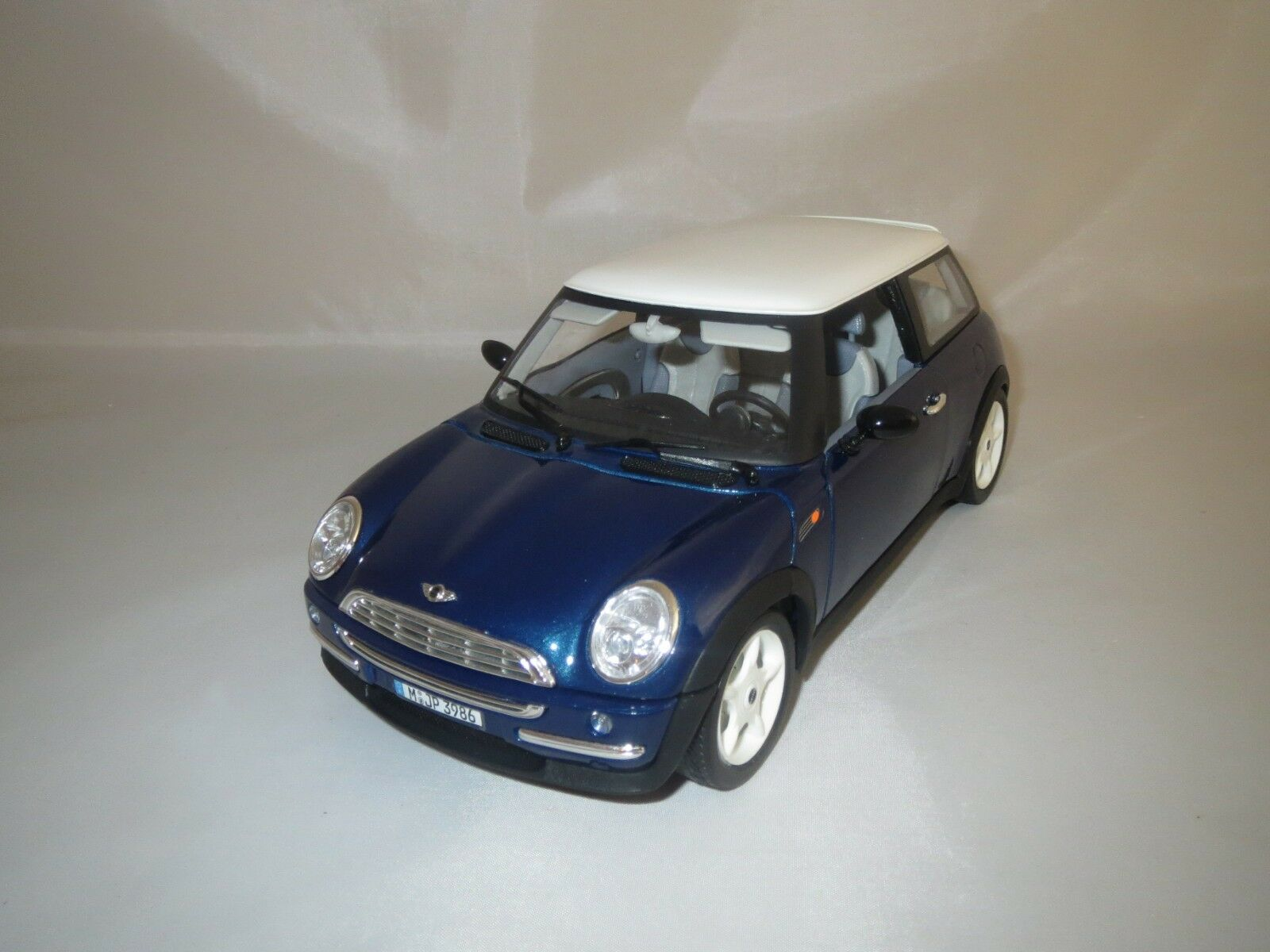 Bburago Mini Cooper  2001  (Bleu métallisé) 1 18 sans emballage