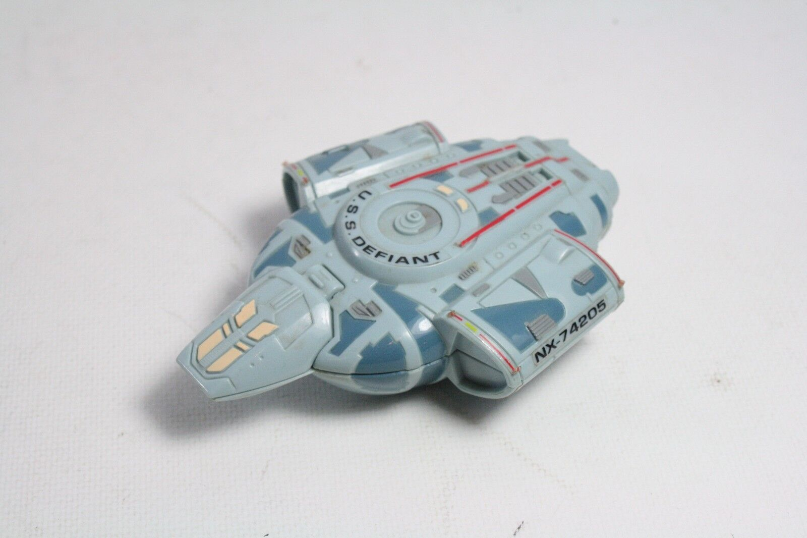 Vintage USS Defiant NX-74205 Starship 1996 Paramount Picture Two Figures Rare