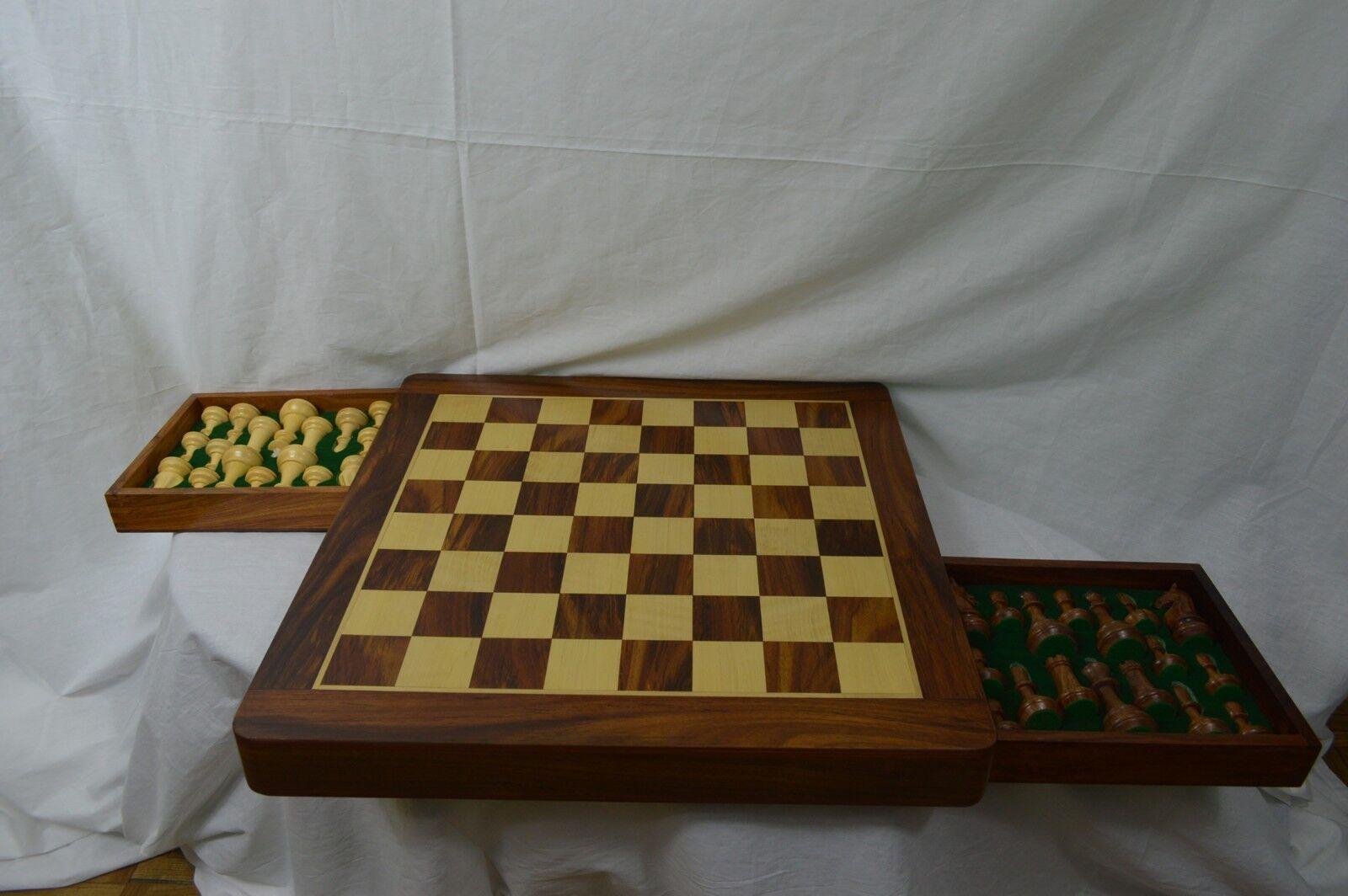 Hermosa mano hecha a mano de madera tablero de ajedrez con construido en almacenamiento y piezas