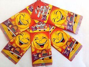 Detalles de 5 X sonrisa:) Coche Ambientadores Areon no fumar Feliz Hogar Oficina Taxi Aroma ver título original