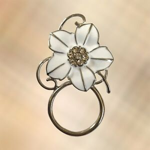 NEW-White-Crystal-Flower-Eye-Eyewear-Glasses-Spectacle-Hanger-Brooch-Pin-Holder