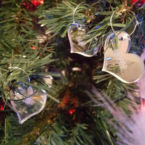 PERSONALISED ENGRAVED HEART NAME WINE GLASS CHARMS /& CHRISTMAS TREE DECORATION