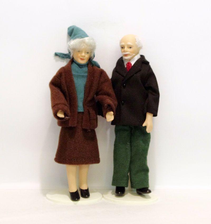 Oma und Opa Miniaturen Großeltern Paar Puppen für die Puppenstube Miniaturen Opa 1 12 b08d90