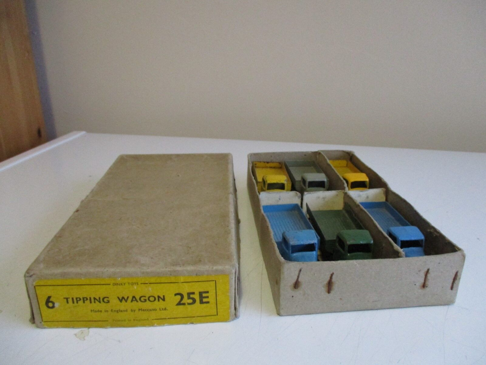 Dinky 6 tipping wagons 25e in trade box