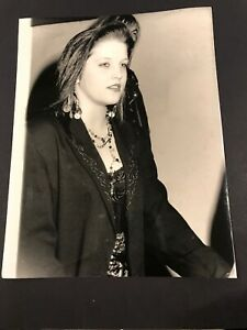 MADONNA VINTAGE PRESS 7 X 9 PHOTO 1988  #102