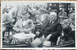 French-Restaurant-Cafe-Bistro-Terrace-1937-Realphoto-Postcard-People-Smoking