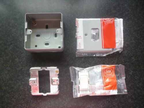 MK K4892 WHI 20A 2 Way Switch Complete With Backbox Grid /& Frontplate