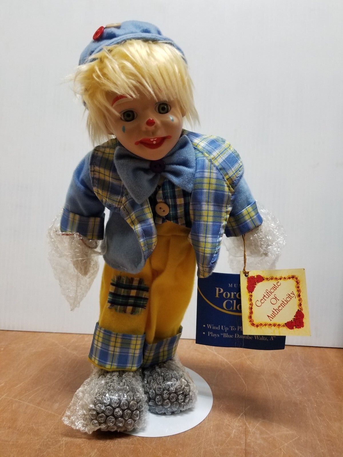 NEW Porcelain Collectible Musical Clown  RARE FIND Collector's Choice(FC37-1)