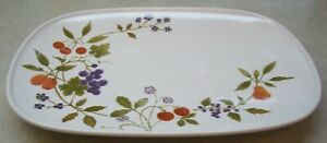 NORITAKE-BERRIES-039-N-SUCH-9070-OVAL-SERVING-PLATTER-about-13-in-across