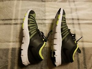 bdccfb4281682 Nike Flex Show TR 5 Boys  Cross-Training Shoes size 6Y Brand new ...