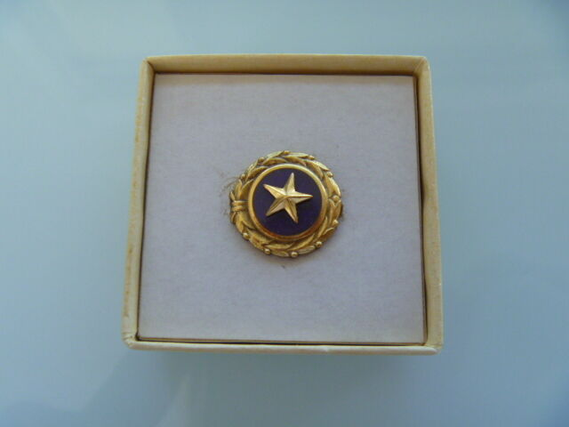 WWI & WWII Gold Star Lapel Badge (United States)