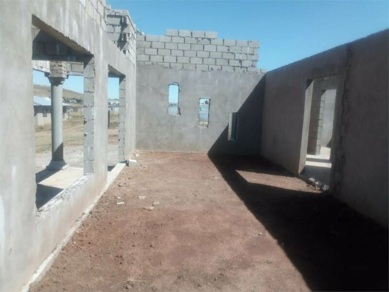 HOUSE TO BE COMPLETED FOR GRABS AT MAKGOLOKWENG