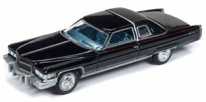 1976-Cadillac-Coupe-DeVille-Black-RR-auto-World-luxury-Cruisers-1-64-nuevo-embalaje-original