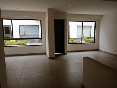 Venta excelente casa nueva cerca de Av Universidad