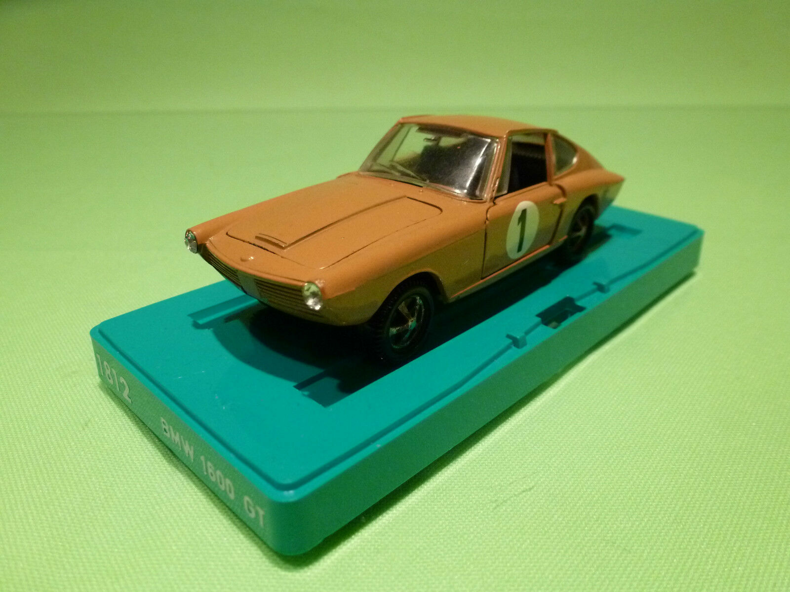 MARKLIN 1812 BMW 1600 GT - OCRE No 1 - 1 43 - RARE SELTEN - EXCELLENT CONDITION