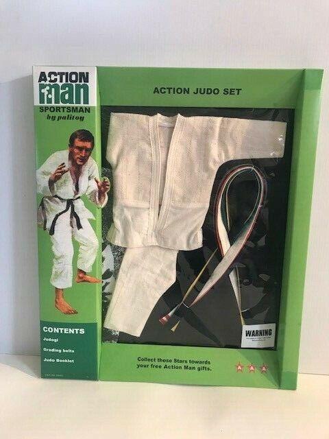 L'uomo d'azione d'epoca sulla quarantesima azione Judo Outfit