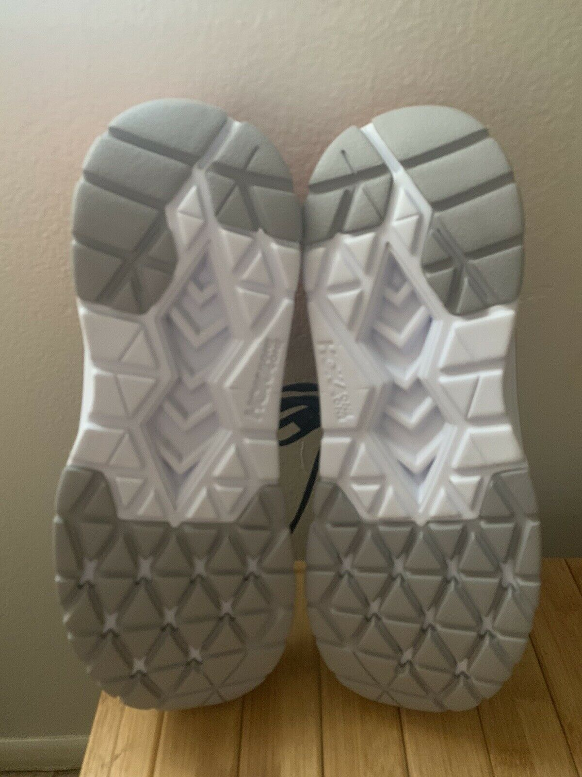 Men's Hoka One One Cavu 2 Running Shoes size 9.5 - image 2