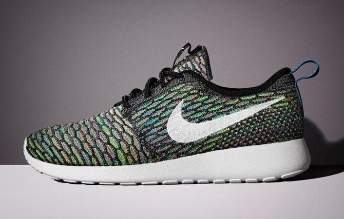 NIB Nike flyknit rosherun multicolor WMS size 10, MENS 8.5-9