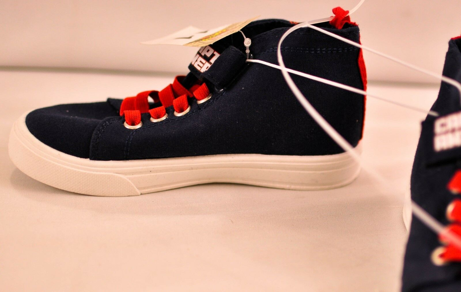 kid/'s Marvel Comic Captain America unisex sneakers size 1 navy high top lace up