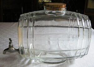 ANCIENNE FONTAINE A EAU DE COLOGNE EN VERRE - France - Ancienne fontaine a eau de cologne en verreEn forme de tonneau et équipée d'un robinet , elle mesureLongueur (hors robinet):25,3 cm de longueur, hauteur sans le bouchon en lige :21,8 cm, largeur : 16,5 cm. Poids: 1,350 kgLe robinet fonctionneEt - France