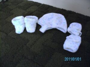 New-Hand-Kniited-Babies-hat-mitts-and-boots