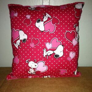Snoopy-Pillow-Charlie-Brown-Snoopy-Valentines-Day-Heart-Kiss-Love-Snoop