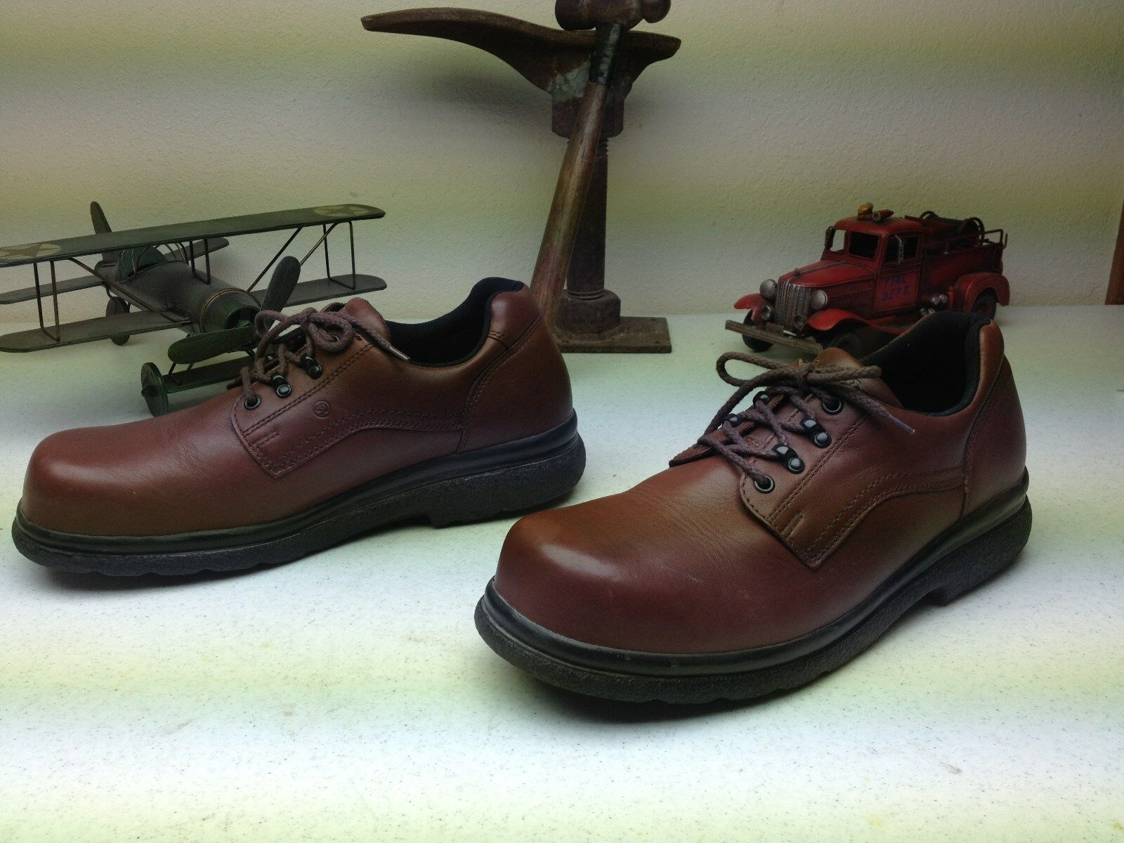 VINTAGE RED WING MADE IN IN IN  A BROWN LEATHER STEEL TOE OIL RESIST WORK SHOES 13D 43e79d
