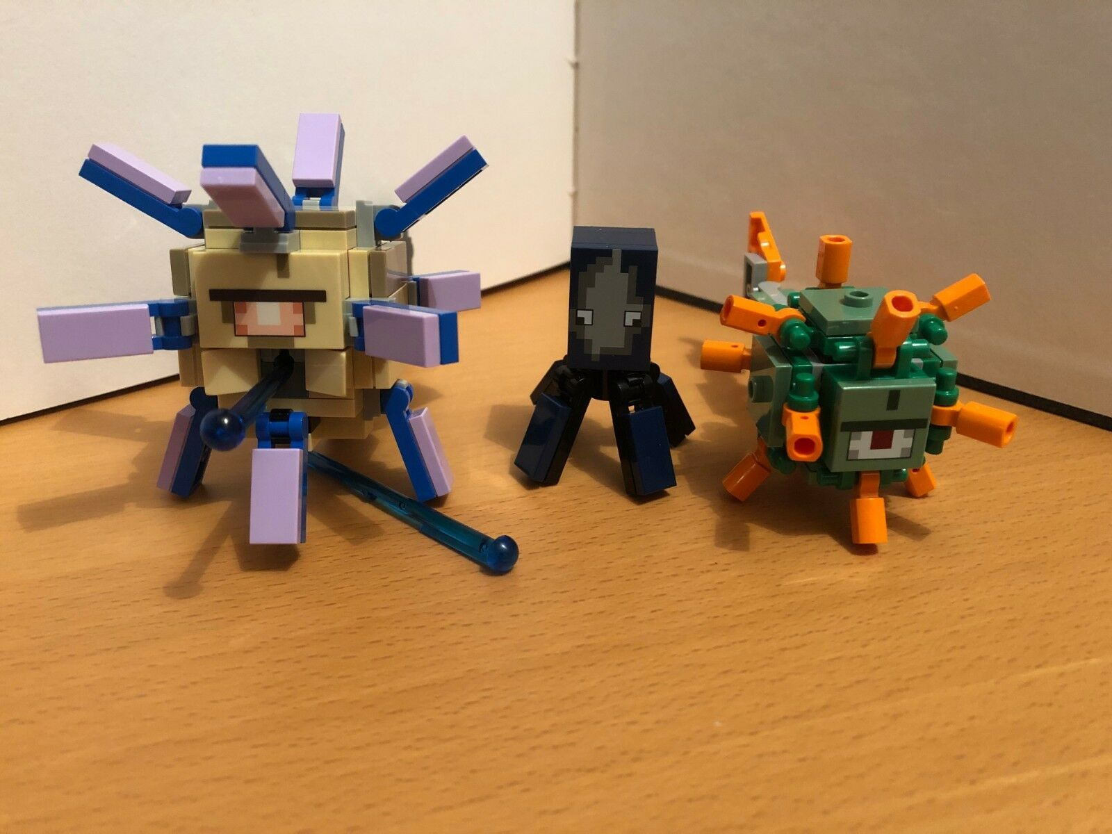 LEGO MINECRAFT ELDER GUARDIAN   GUARDIAN   SQUID FROM SET 21136 (VERY RARE)