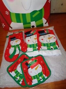 Christmas Holiday 5Pc Red/Green Pot holders Mitts & towels w/Snowmen Print.