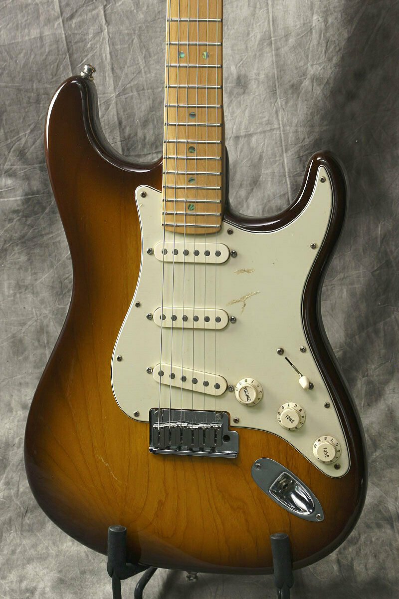 Fender 50th Anniversary American Deluxe Stratocaster Honey Burst rare EMS F S